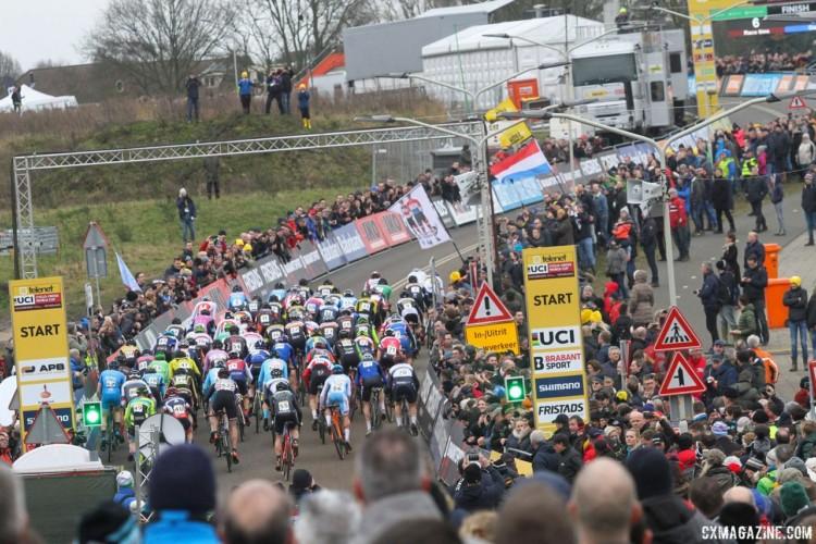 9ª prova da Taça do Mundo de Ciclocrosse – M. Van der Poel avassalador