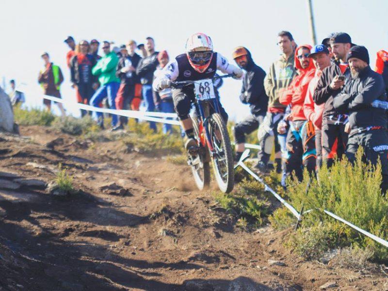 1.ª prova da Taça de Portugal de Downhill – Vasco Bica no pódio, com espanhol e britânico.
