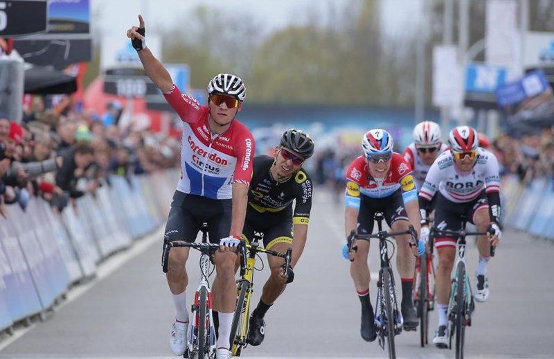 "Clássica ""Dwars door Vlaanderen"" – A primeira vitória World Tour de Mathieu Van der Poel."