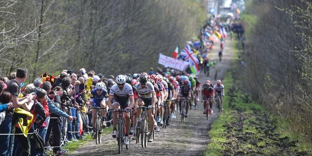 """O Paris-Roubaix 2019 – Guia completo do """"inferno do norte""""."""