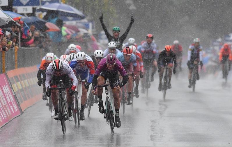 Giro de Itália, etapa 5 – Dumoulin fora da corrida.