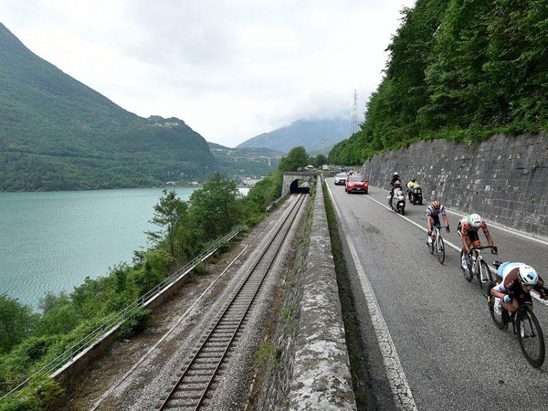 """Giro de Itália, etapa 18 – Fuga """"passa perna"""" ao pelotão."""