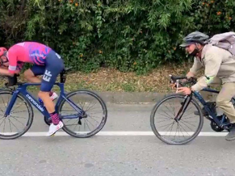 Rigoberto Urán oferece  bicicleta ao agricultor