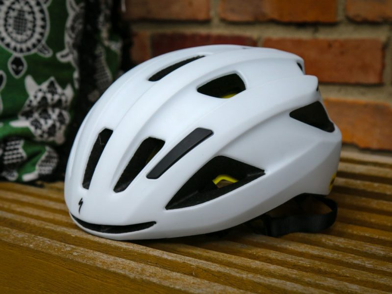 Specialized lança capacete Align II – Tecnologia MIPS a preço acessível