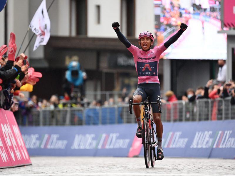 Live Instagram de Juan Charry com Egan Bernal após etapa 16 do Giro de Itália